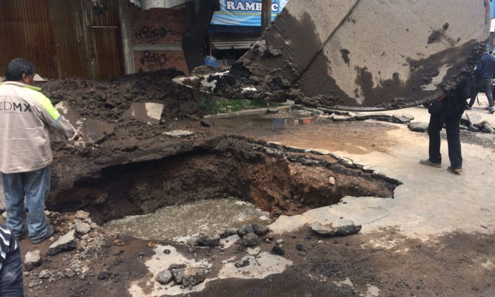La comunidad de San Gregorio, Xochimilco, Due de las más lastimadas por el sismo de 7.1 grados del martes. El recuento de daños inicia y el apoyo ciudadano no se hizo esperar. De manera organizada jóvenes, mujeres y hombres, colaboraron en las tareas de ayuda a los habitantes de la zona