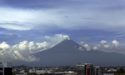 PUEBLA, PUEBLA, 27SEPTIEMBRE2017.- Durante las últimas horas el volcán Popocatépetl ha registrado diversas explosiones desde temprana hora; por lo que ha emitido diferentes y constantes fumarolas de ceniza y vapor de agua. FOTO: HILDA RÍOS /CUARTOSCURO.COM