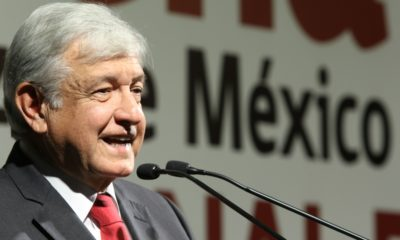 Andrés Manuel Lopez Obrador, asistió a registrarse como candidato a presidente de la república por parte de Movimiento de Regeneración Nacional en un hotel del centro de la Ciudad de México. FOTO: SAÚL LÓPEZ /CUARTOSCURO.COM