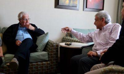 AMLO platicó con el linguista Chomsky