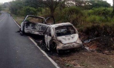 Oaxaca, automóvil quemado