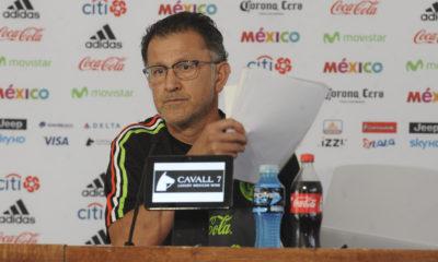 CIUDAD DE MÉXICO, 10JUNIO2017.- Juan Carlos Osorio Arbeláez, técnico de la Selección Mexicana de Futbol, ofreció una conferencia de prensa para dar a conocer la alineación del equipo que enfrentará a su similar de Estados Unidos en el Hexagonal Final de la Concacaf rumbo al Mundial Rusia 2018 el día de mañana en el Estadio Azteca. FOTO: ANTONIO CRUZ /CUARTOSCURO.COM