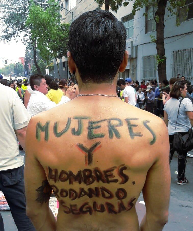 Rodada nudista en México