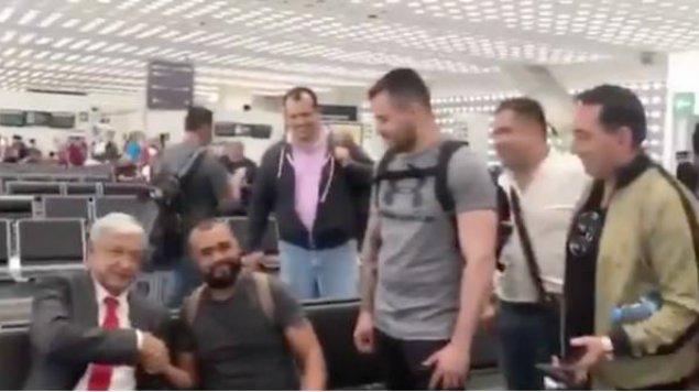 Simpatizantes Aeropuerto AMLO selfie