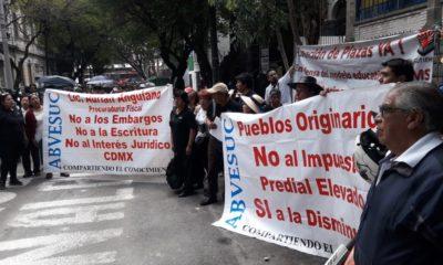 Protestas afuera de la casa de transición