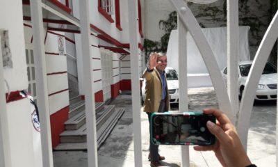 José Ramón de la Fuente entrando a la casa de transición de AMLO Foto: Carlos Montesinos