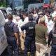 policia detiene migrantes