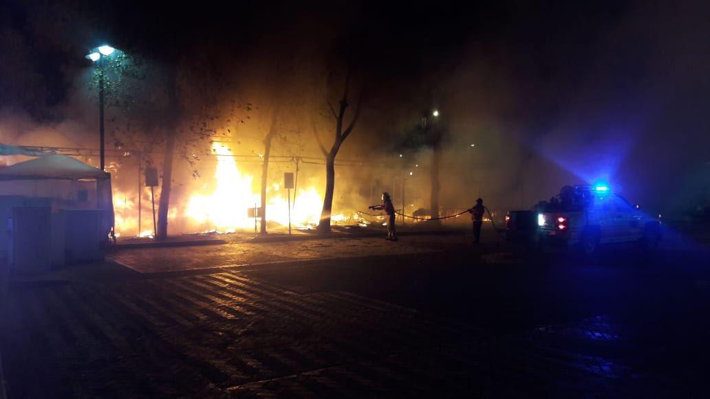 incendio, Cholula, puestos, pirotecnia, fuego, bomberos, Puebla, protección civil,
