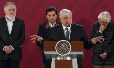 AMLO acompañado de la secretaria de gobernación y los subsecretarios