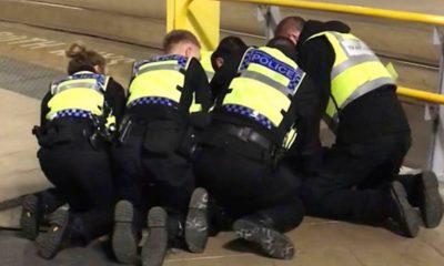 Un hombre de 25 años atacó esta madrugada a un par de ciudadanos estadounidenses y un oficial de transporte en Manchester