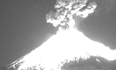 Popocatepetl explota y material incandescente corre hacia las laderas del lado de Puebla