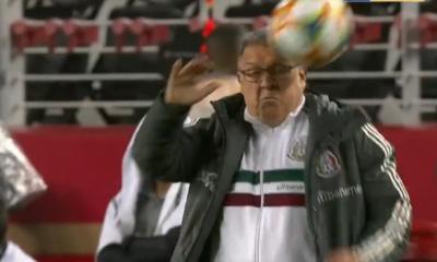 Tata Martino, Director Técnico, México, Selección Mexicana, Paraguay, Balonazo, Sangre, Golpe, Balón, Fútbol,