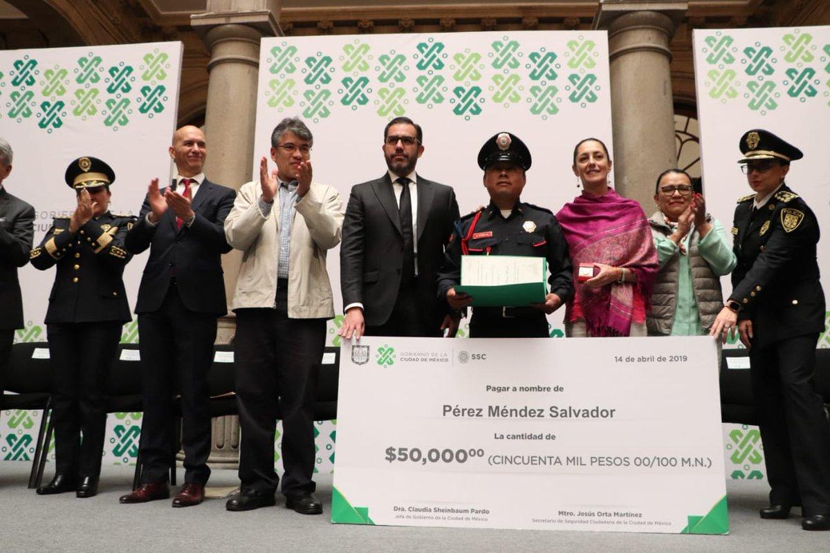 Claudia Sheinbaum, gratifica policía, 50 mil pesos