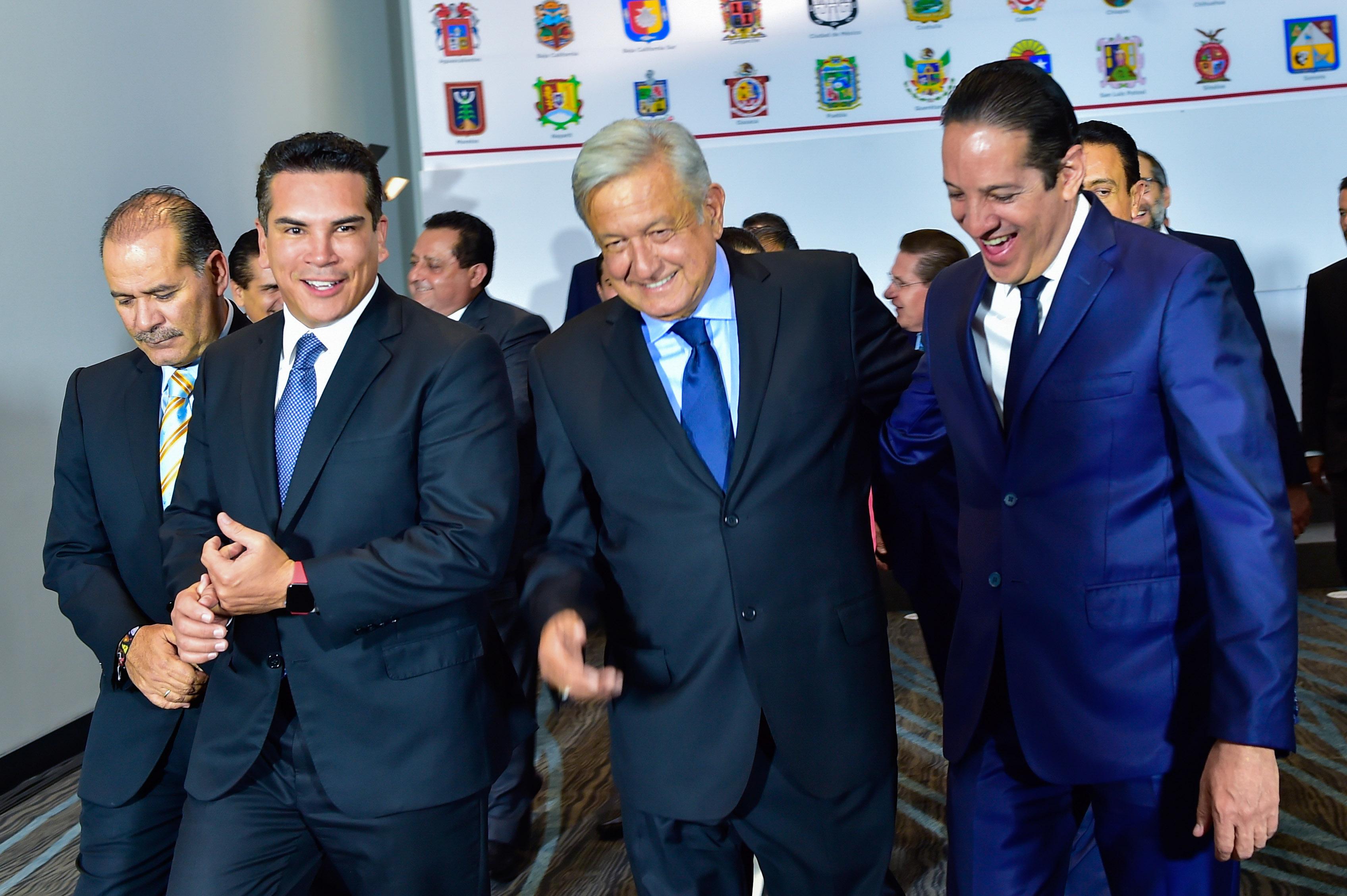 AMLO abierto a propuestas de gobernadores/ La Hoguera