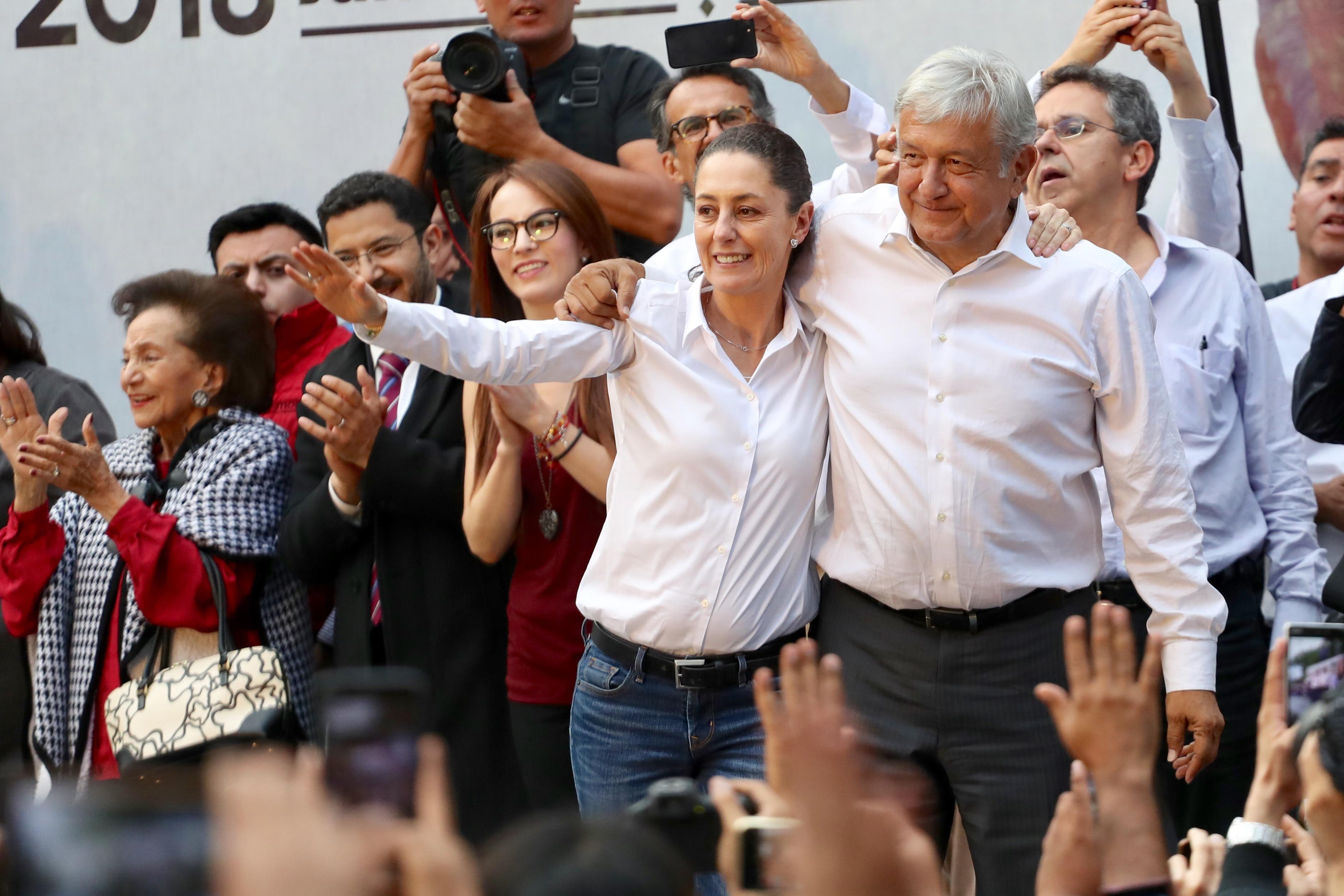 López Obrador, AMLO, Sheinbaum, Claudia SHeinbaum, Andrés Manuel, Apoyo, Espaldarazo, Taxistas, Taxis, Manifestación,