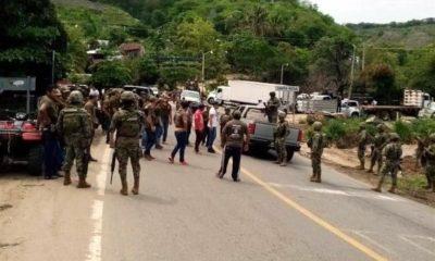 Policías comunitarios retienen a efectivos de la SEMAR en Guerrero