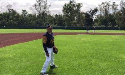 El presidente juega beisbol en medio de rebelión de Policía Federal