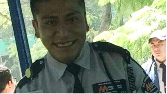Guardia de seguridad golpea a dos mujeres en Bachilleres 3