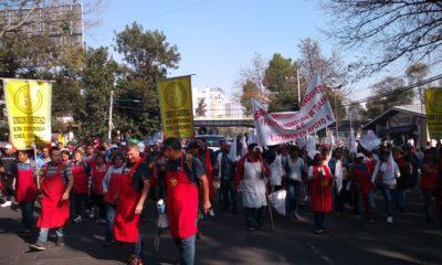 Tianguistas tiran a tres funcionarios de Coyoacán