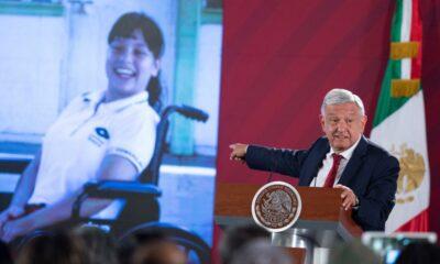 AMLO considera 'beca Teletón' para discapacitados
