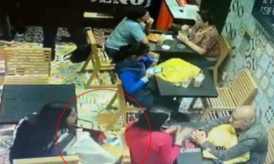 Mujer roba cartera y víctima la enfrenta