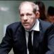 Demandante de Weinstein se retira de los acuerdos