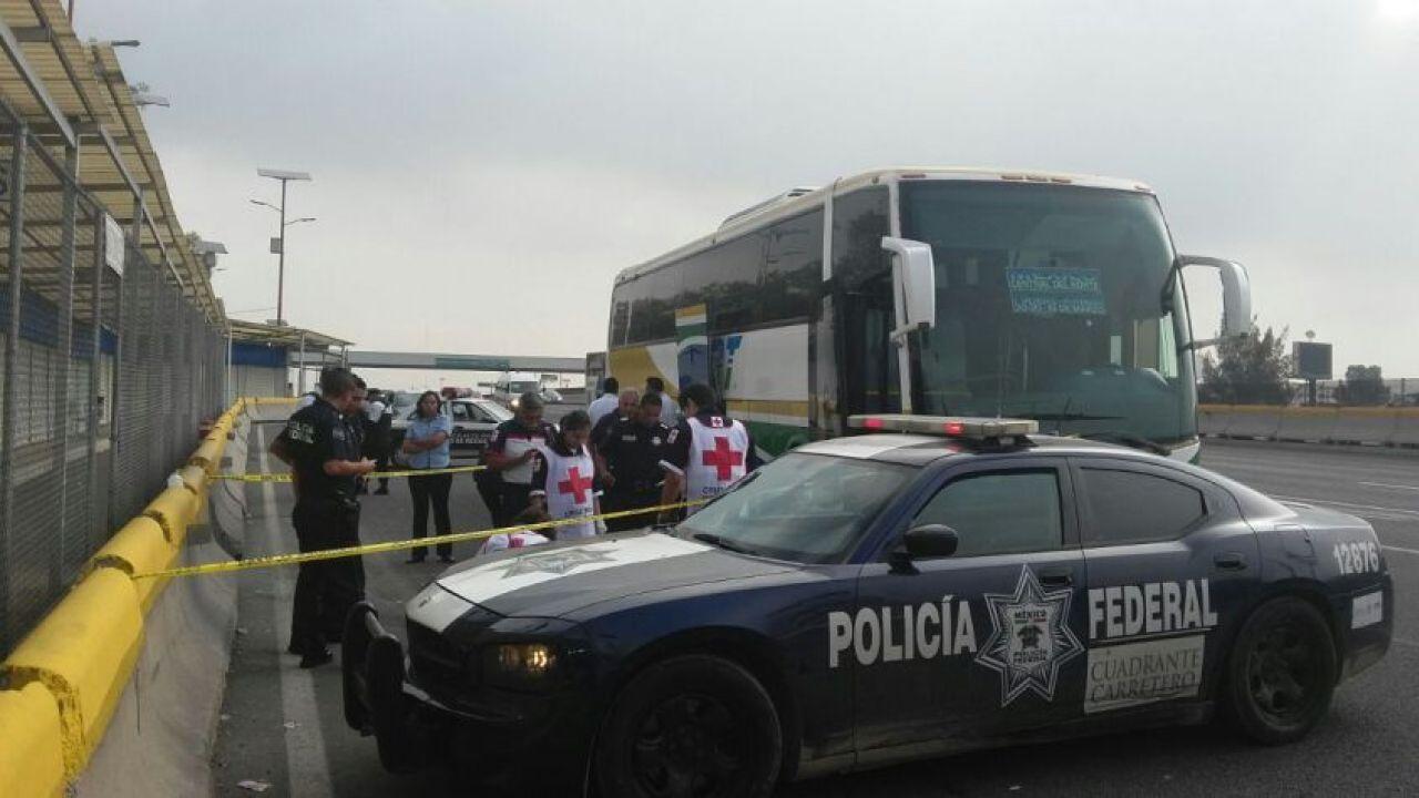 Hombre trajeado asalta en autobús en la México-Pachuca