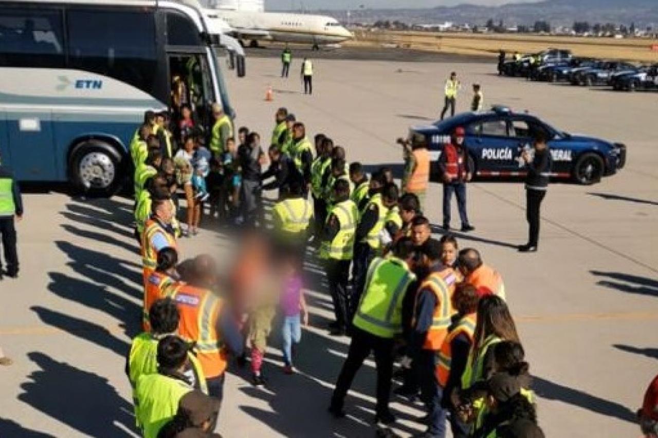 INM deporta a otros 240 hondureños de caravana