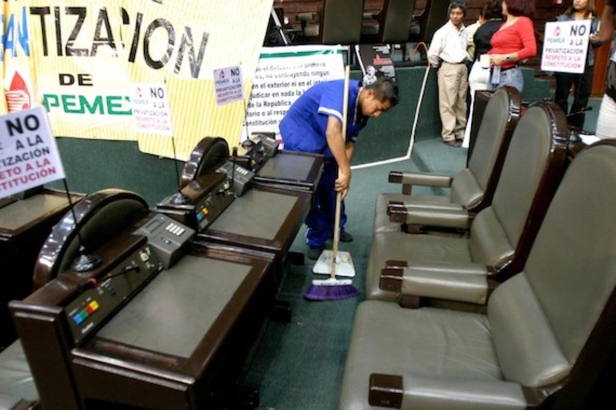 Celebra el PT el fin del outsourcing a los trabajadores en San Lázaro