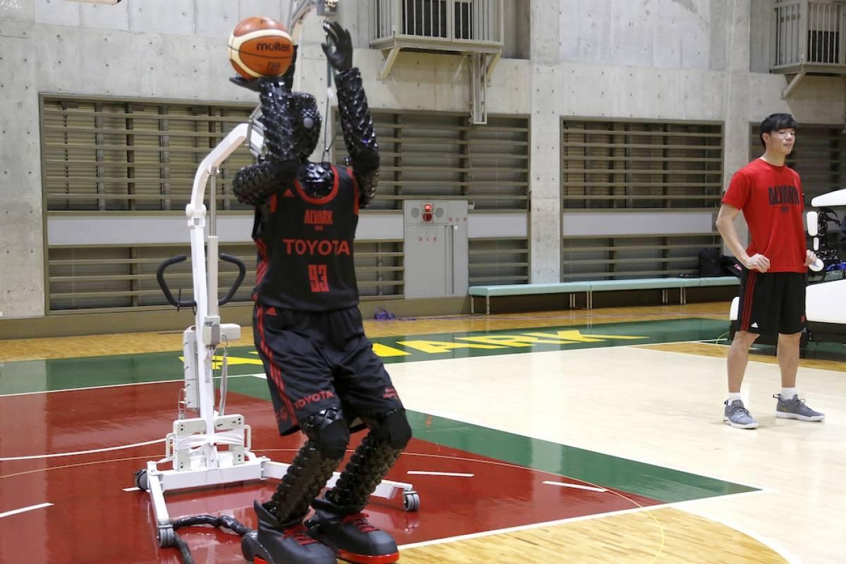 ¿Quién es CUE, el robot basquetbolista que no falla?
