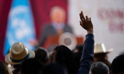 AMLO no se mete en renovación del INE; amarra a sus `súperdelegados'