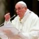 Papa rechaza ordenar a casados como sacerdotes