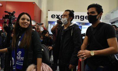 Llegan a Francia 10 mexicanos evacuados de Wuhan