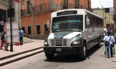 Exhiben a chofer por discriminar a pareja gay en Guanajuato