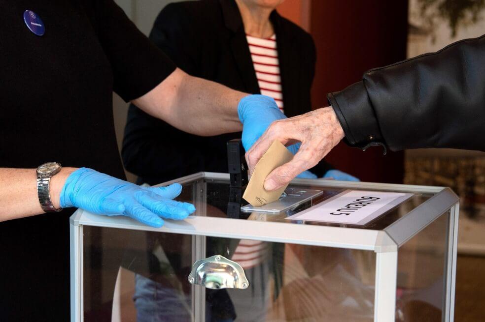 Francia hace elecciones pese a atravesar una pandemia