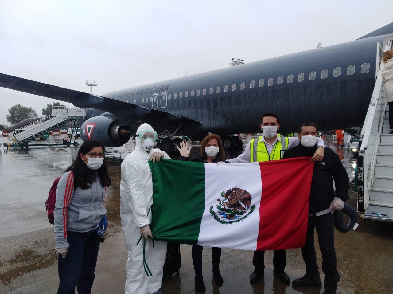 Repatrian a 280 mexicanos varados en Argentina
