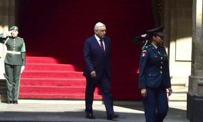 """""""Venceremos al coronavirus, México seguirá en pie"""": AMLO"""