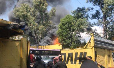 Registran incendio en un estacionamiento de Coyoacán