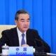 """Canciller chino acusa a EU de llevar relaciones a una """"nueva guerra fría"""""""